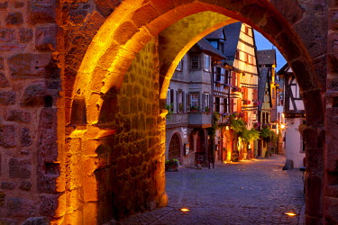 EU09BJN0435 Stone entry gate to medieval village of Riquewihr, along the Wine Route, Alsace, Haut-Rhin, France.