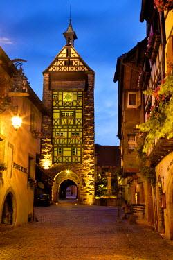 EU09BJN0440 Twilight in Riquewihr, along the Wine Route, Alsace, Haut-Rhin, France.