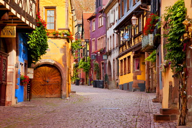 EU09BJN0465 Early morning along Rue du General de Gaulle in the village of Riquewihr, along the wine route, Alsace, Haut-Rhin, France.