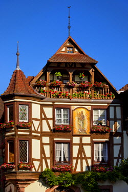 EU09BJN0497 Half-timbered building in town of Kaysersberg, along the wine route, Alsace, France.