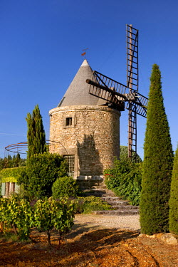 EU09BJN0517 Springtime at a windmill home and vineyard near Gordes, Provence, France.