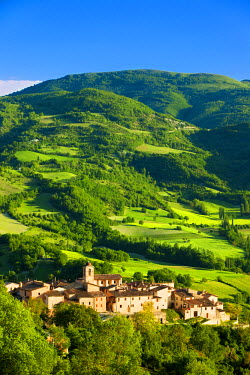 EU16BJN0198 The medieval town of Castelvecchio in the Valnerina, Umbria, Italy.