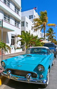 US10BBA0113 Pastel Retro Art Deco District of South Miami Beach Ocean Drive restaurants and life in Miami Florida with 1950s Thunderbird auto