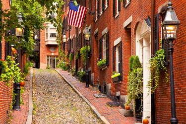 US22BJN0023 Famous Acorn Street in Beacon Hill, Boston, Massachusetts, USA.