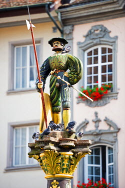 SWI7200 Europe, Switzerland, Schaffhausen, medieval old town, decorative statue