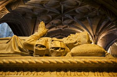 POR7226AW Tomb of Vasco da Gama inside the church of the Jeronimos Monastery, a Unesco World Heritage Site. Lisbon, Portugal