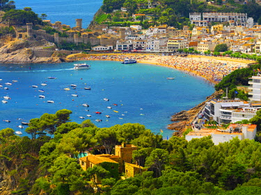 SPA5075AW Spain, Catalonia, Costa Brava, Tossa de Mar, Overview of bay