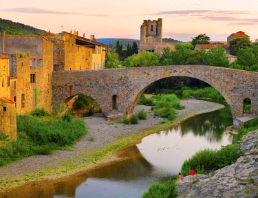 FRA7969AW France, Languedoc, Lagrasse, woman and girl siiting by river (MR)