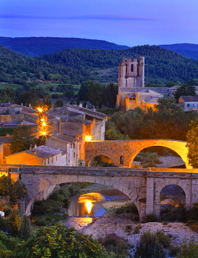 FRA7971AW France, Languedoc, Lagrasse, Overview of town at night