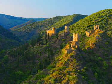FRA7978AW France, Languedoc, Lastours, Cathar castles (MR)