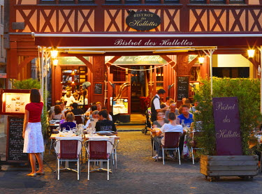 FRA7989AW France, Normandy, Rouen, Place du Vieux-Marche, Cafe scene at dusk (MR)