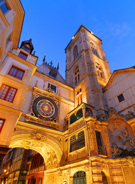 FRA7992AW France, Normandy, Rouen, Le Gros Horloge at dusk