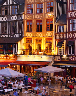 FRA8000AW France, Normandy, Rouen, Place du Vieux-Marche, Cafe scene at dusk