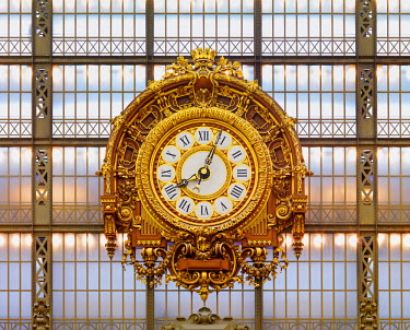 FRA8032AW France, Paris, Musee d'orsay, Giant ornamental clock