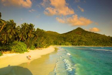 SC01292 Beach in southern Mahe, Seychelles