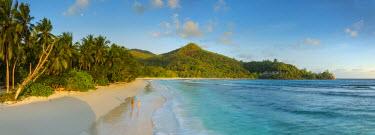 SC01293 Beach in southern Mahe, Seychelles