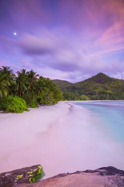SC01295 Beach in southern Mahe, Seychelles