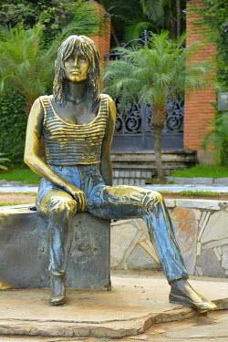BRA2095AW Statue of Brigitte Bardot, Buzios, Rio de Janeiro, Brazil, South America