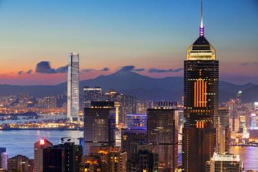 CH10129AW Skyline of Hong Kong Island and Kowloon at sunset, Hong Kong