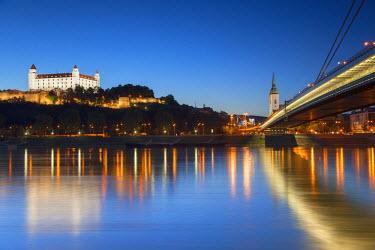 SLV1135AW Bratislava Castle, St Martin's Cathedral and New Bridge at dusk, Bratislava, Slovakia