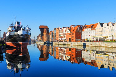 POL1490 Europe, Poland, Gdansk, canal side houses and Gdansk Crane