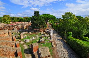 ITA2479AW The Decumanus Maximus is the main avenue of Ostia Anticaat the mouth of the River Tiber, Ostia, Rome, Italy