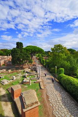 ITA2478AW The Decumanus Maximus is the main avenue of Ostia Anticaat the mouth of the River Tiber, Ostia, Rome, Italy