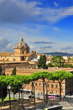 ITA2441AW Church of Il Gesu and Biblioteca della Societa Italiana per Organizzazione Internazionale. Piazza Venezia, Rome. Italy