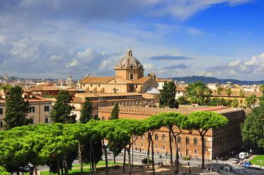 ITA2440AW Church of Il Gesu and Biblioteca della Societa Italiana per Organizzazione Internazionale. Piazza Venezia, Rome. Italy