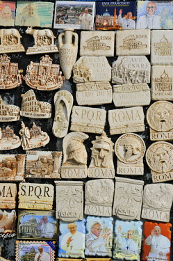ITA2439AW Roman little gifts. Rome, Italy