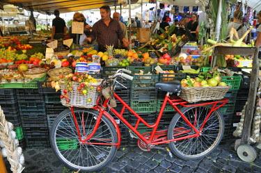 ITA2421AW Campo de' Fiori food market. Rome, Italy