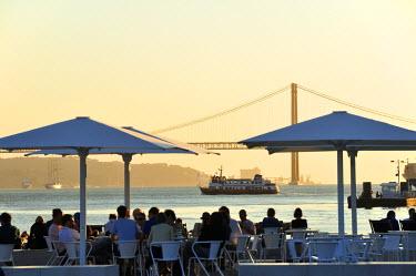 POR7402AW Cafes at the Ribeira das Naus esplanade, along the Tagus river. Lisbon, Portugal