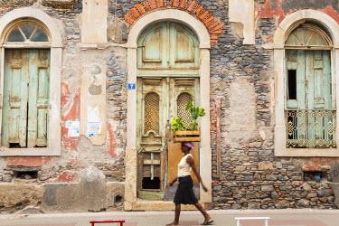 CV01132 Woman carrying plants, Praia, Santiago Island, Cape Verde