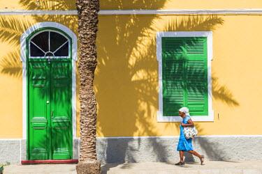 CV01151 Street scene and local architecture, Mindelo, Sao Vicente, Cape Verde