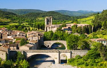 FRA8048AW Medieval village of Lagrasse, member of the Les Plus Beaux Villages de France association (The most beautiful villages of France), Languedoc-Roussillon, France
