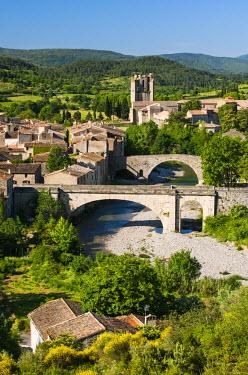 FRA8049AW Medieval village of Lagrasse, member of the Les Plus Beaux Villages de France association (The most beautiful villages of France), Languedoc-Roussillon, France