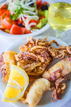 GR06341 Greece, East Macedonia and Thrace Region, Kavala, Greek Salad with fried calamari and glass of wine