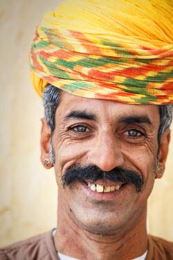 IN05604 India, Rajasthan, Jodhpur, Mehrangarh Fort, portrait of fort guard