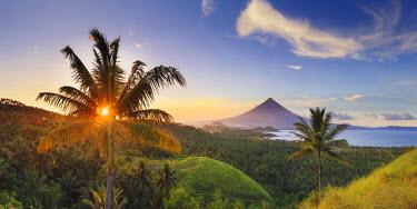 PH02213 Philippines, Southeastern Luzon, Bicol, Mayon Volcano