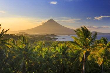 PH02210 Philippines, Southeastern Luzon, Bicol, Mayon Volcano