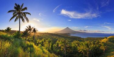 PH02212 Philippines, Southeastern Luzon, Bicol, Mayon Volcano