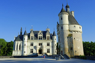 FRA8085 France, Centre, Indre-et-Loire, Chenonceaux. Built in the 1500s, Chateau de Chenonceau is one of the Loire's most celebrated chateaux.