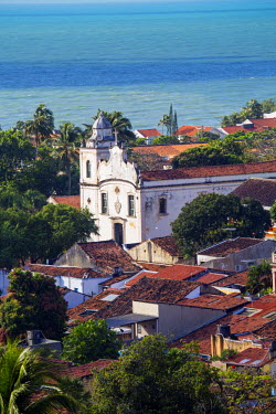 BRA2172AW South America, Brazil, Pernambuco, Olinda, view of Olinda showing the 18th Century portuguese baroque church of St. Peter the Apostle (Igreja de Sao Pedro Apostolo) and colonial houses in the UNESCO w...