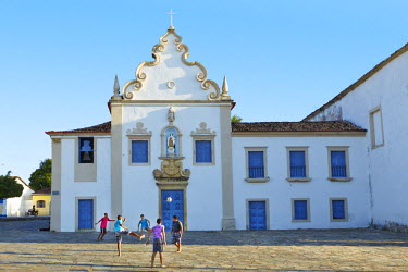 BRA2178AW South America, Brazil, North East, Sergipe, Sao Cristovao, children playing street football in front of the 17th Century baroque Carmelite convent (Convento do Carmo)