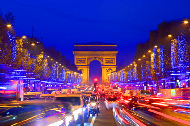 FR20024 Arc De Triomphe And Xmas Decorations, Avenue des Champs-Elysees,  Paris, France, Western Europe.