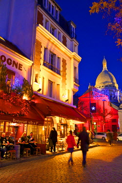 FR20040 Place Du Tertre And Sacre Coeur With Xmas Decorations At Dusk, Montmartre, Paris, France, Western Europe.