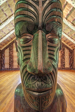 AU02RTI0129 New Zealand, North Island, Paihia, Waitangi Treaty Grounds, Maori Meeting House
