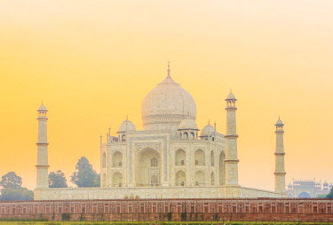 IND7579AW India, Uttar Pradesh, Agra, Taj Mahal in golden dawn light
