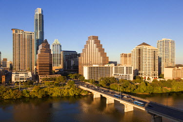 US13180 City skyline viewed across the Colorado river, Austin, Texas, USA