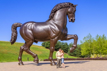 US23RBI0269 The sculpture inspires romance, The American Horse, Homage to Leonardo, artist, Nina Akamu, Piazza, Frederik Meijer Gardens & Sculpture Park, 125-acre of gardens and sculptures. Grand Rapids, Michigan...